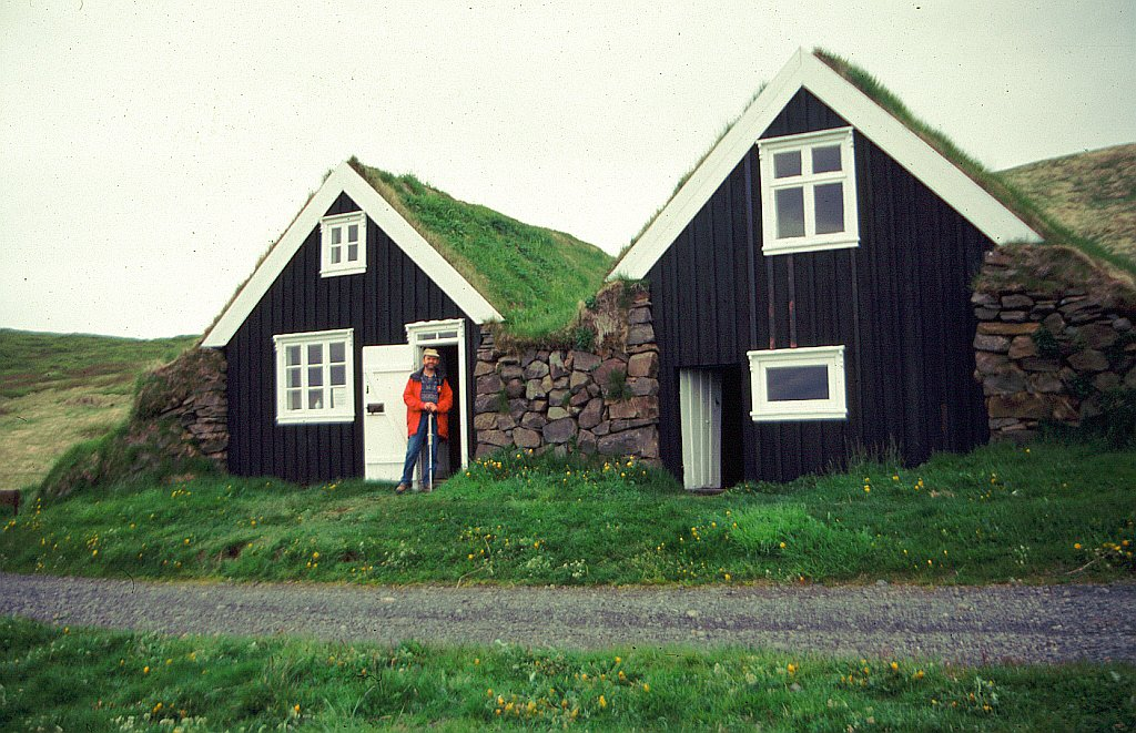 iceland2000 farmhouse